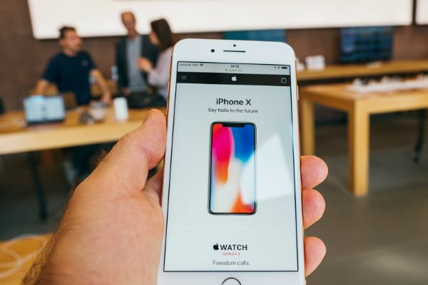 Holiday Tech: 5 Ways to Save Money on the New iPhone and Other Gadgets