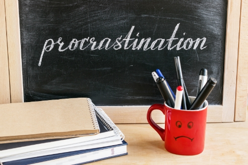 5 Ways Procrastination Can Lead to Financial Struggle